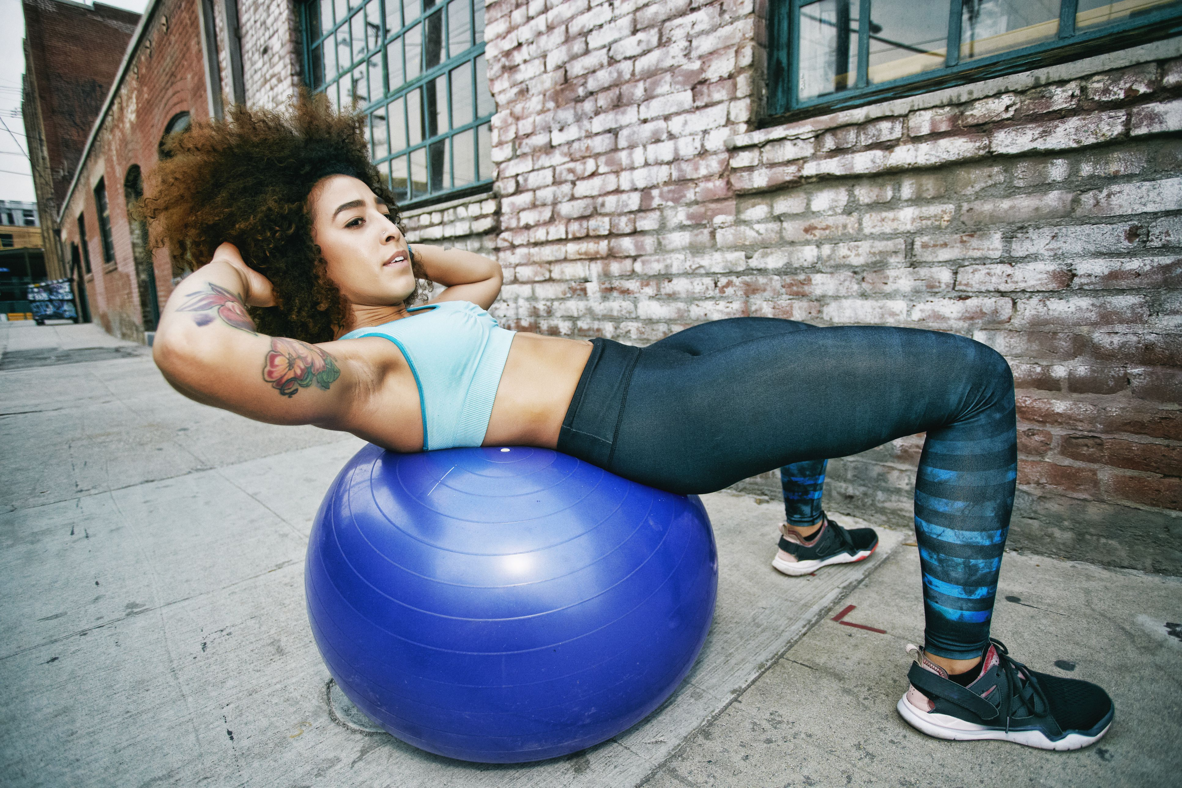 Wall Oblique Crunches